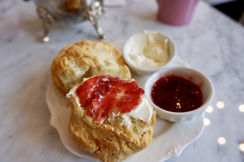 Kitten-and-the-bear-buttermilk-scone-with-jam-toronto-must-try